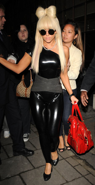 Lady-Gaga-latex-3